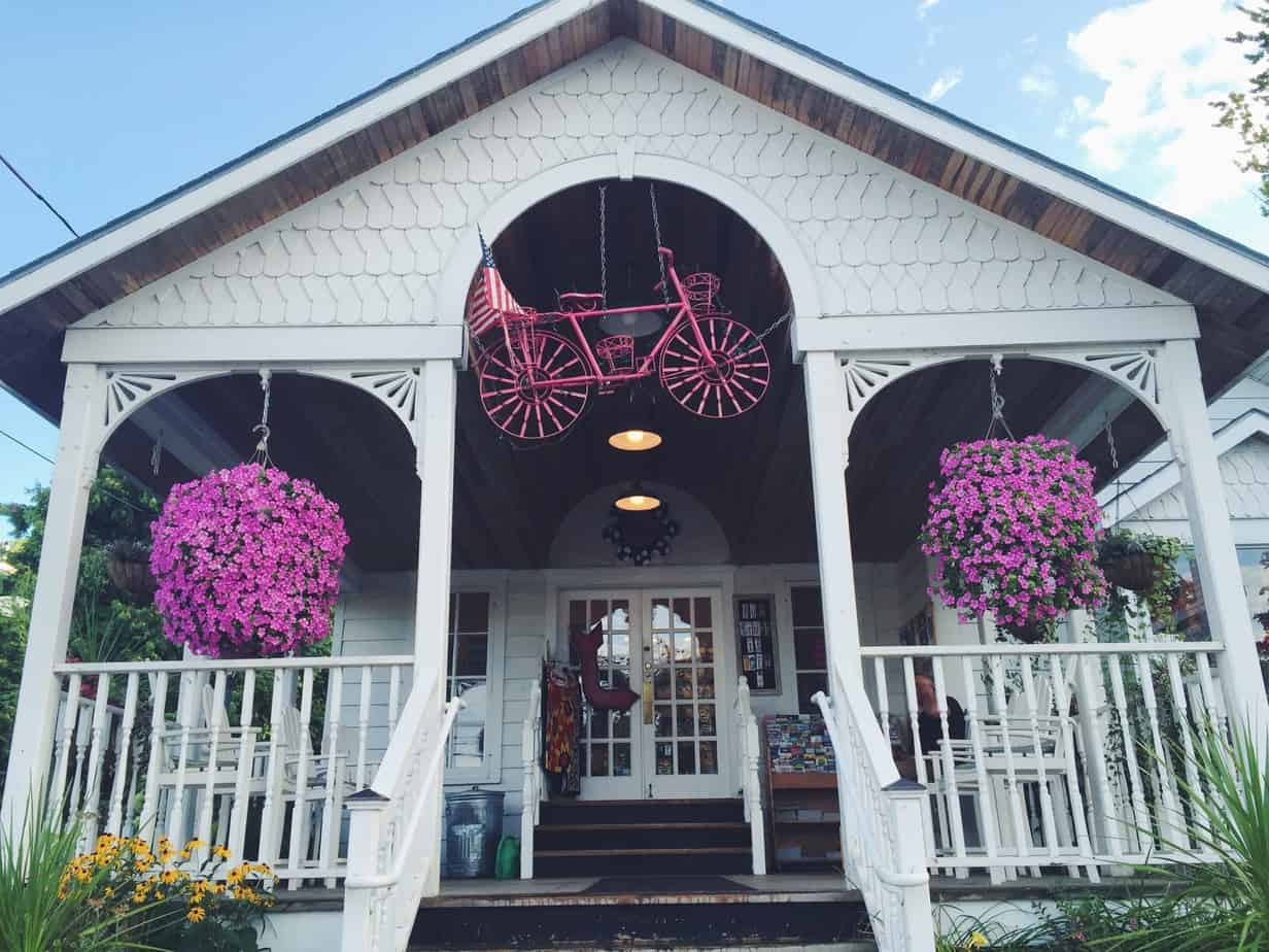 Your guide to 24 hours in Door County, Wisconsin - from where to stay, where to eat, and what to do! (You won't go hungry with this guide!)
