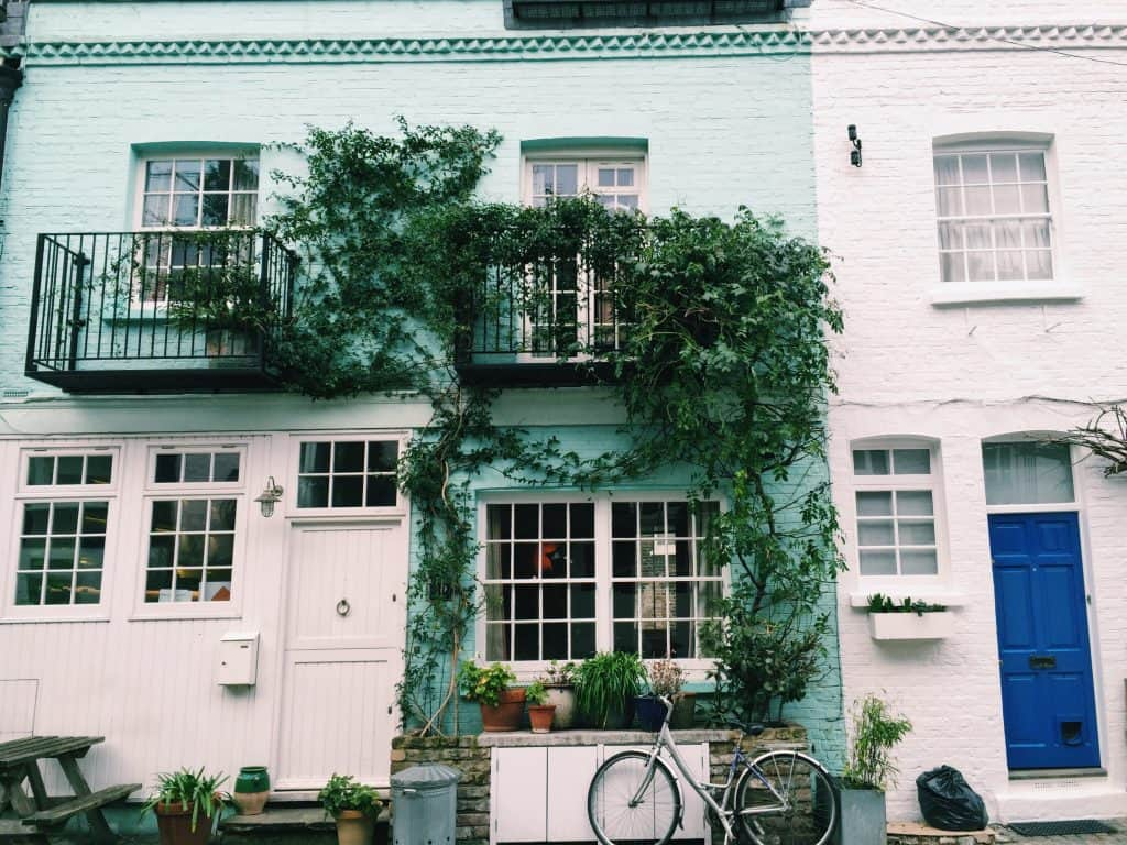 If you are looking for the quintessential Instagram photo of London you are looking for the mews of London. I'm so excited to share with you how to find the finest hidden gems ever - the secret mews of London! Including St Luke's Mews where Love Actually was filmed. #london #londontravel #travel #londonmews #londoninstagram
