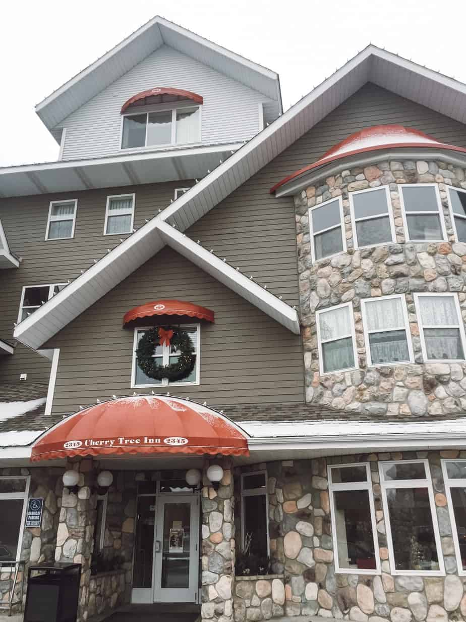 Cherry Tree Inn Traverse City MI is one of a selection of lake front properties. Read our review of our winter stay at Cherry Tree Inn! #traversecity #michigan #puremichigan #cherrytreeinn