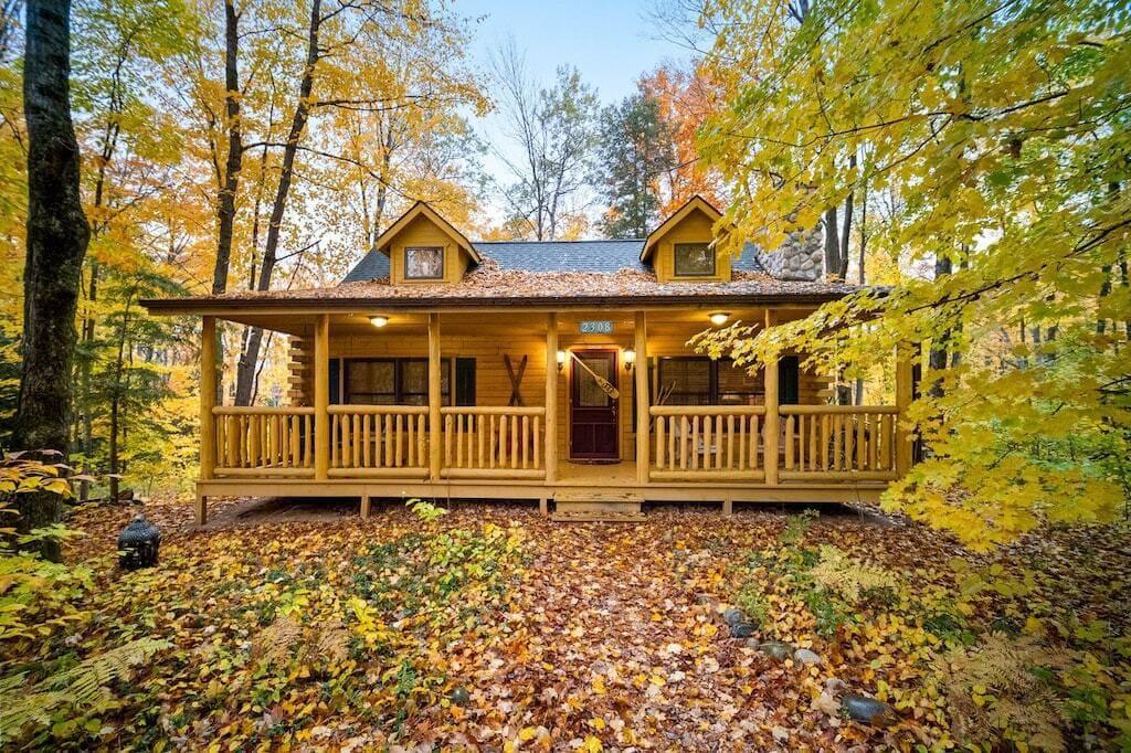 Super cozy and romantic log cabin in Michigan